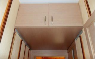 Шкаф на потолке в коридоре своими руками