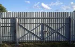 Как загородить забор профлистом