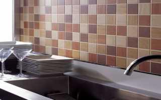 Как положить плитку на кухне на стену своими руками видео