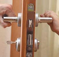 Установка врезного замка в дверь