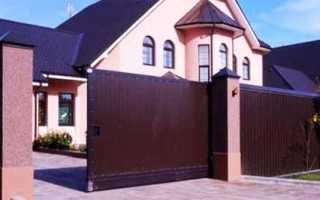 В какой цвет покрасить дом если забор зеленый