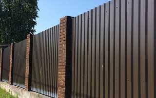 В какой цвет покрасит забор для дачи