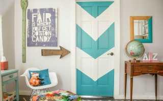 Как украсить деревянную дверь