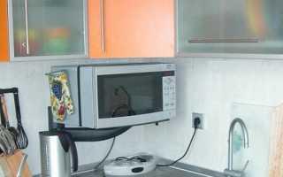Как закрепить микроволновку на стене своими руками