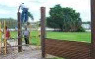 Как забетонировать металлические столбы на забор