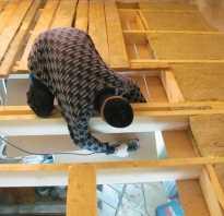 Чем утеплить потолок в деревянном доме своими руками видео