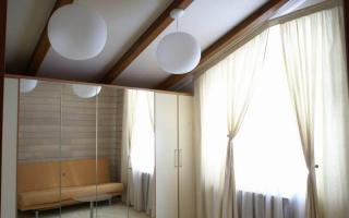 Натяжные потолки на мансарде дизайн