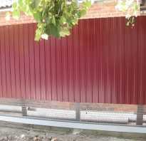 Как заделать дырку под забором