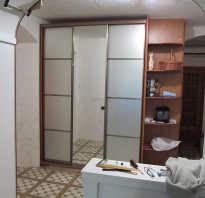 Шкаф с тремя дверьми