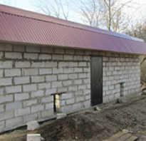 Сарай из газоблоков с односкатной крышей